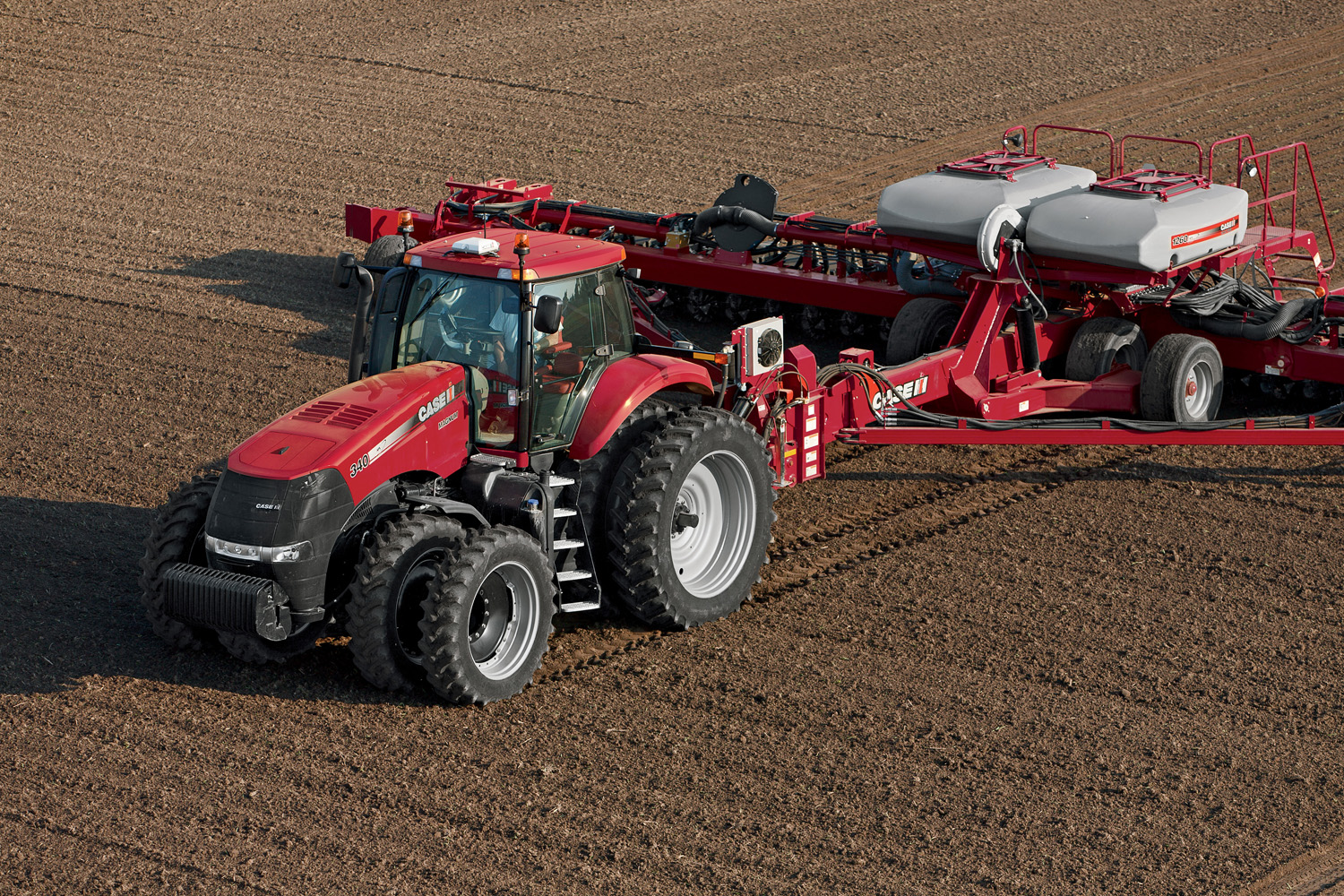 2012-3-1_Case_IH_Leads_the_Industry_With_Efficient_Power_Using_SCR_Technology_Magnum_Medium_Res.jpg (958 KB)